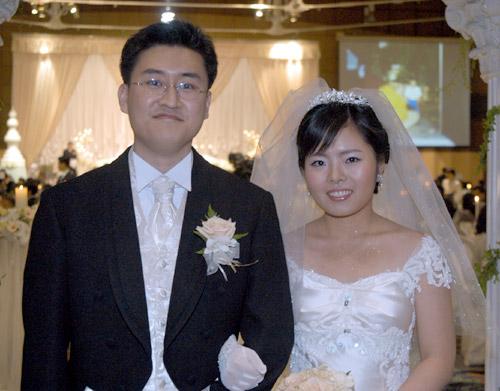 2005年中国棋手岳亮与韩国棋手权孝珍结婚