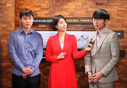 ▲ 局后,朴廷桓、申真谞在谈对局感想。