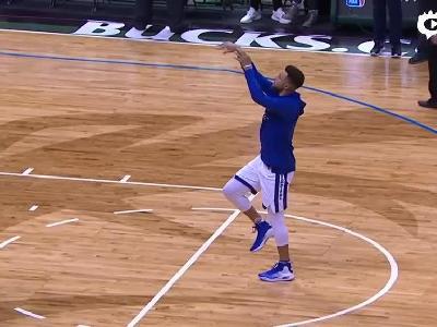视频-萌神脚踝受伤仍不忘搞怪 单脚罚篮胯下瞎扔