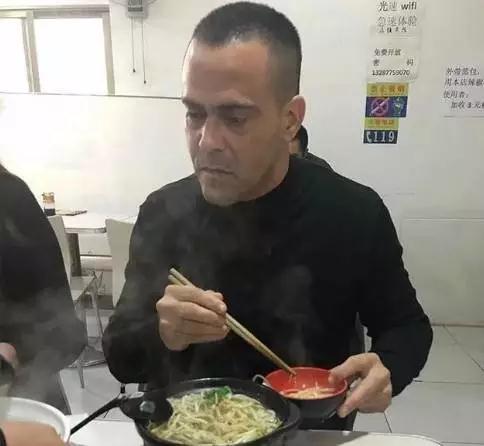 鲁能新助教法比奥吃米线成网红 门将教练仍存变数