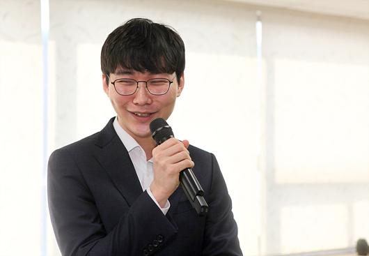 冠军朴廷桓九段接受采访