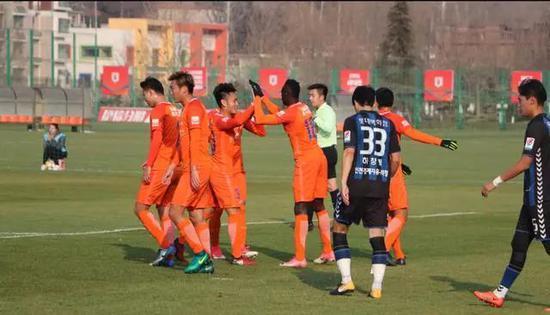 鲁能热身3-1胜韩劲旅 西塞梅开二度8名U23登场