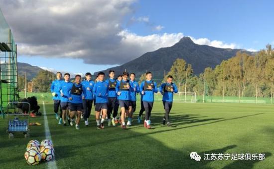 苏宁马贝拉故事冬训首练一丝不苟 2018赛季跑起来