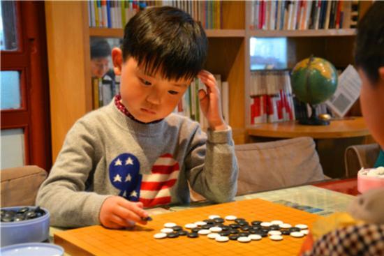 学棋的孩子(资料图)