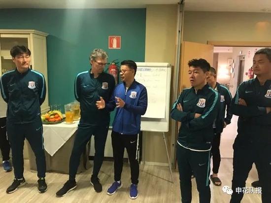 申花助教到队立即开展工作 与登巴巴交流足球理念