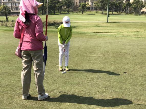 视频-福建青少年巡回赛首站首轮 小球手表现出色