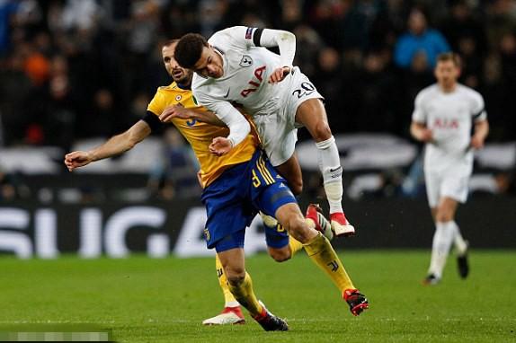 基耶利尼撞倒阿里吃到黄牌