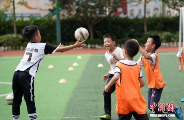 大力发展青少年足球运动