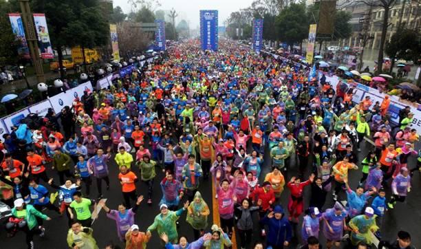 2018成都双遗马拉松报名在即 三年跑者可免费参赛