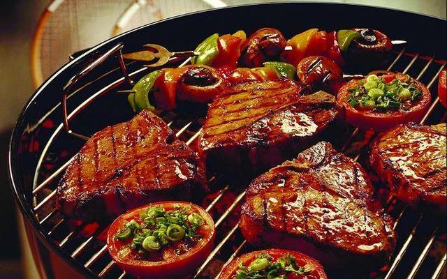 舌尖上的足坛!看梅西C罗们最爱的美食是什么