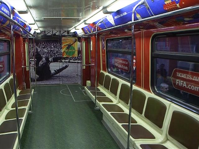 世界杯主题地铁亮相