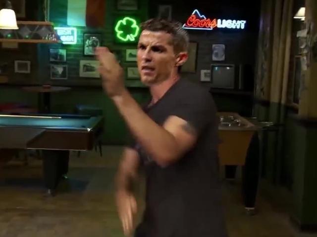 视频-爆笑!欧冠恶搞视频 教授怒视豪强嘚瑟劲舞