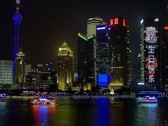视频-申花喜迎24岁生日 东方明珠外滩今晚亮灯祝福