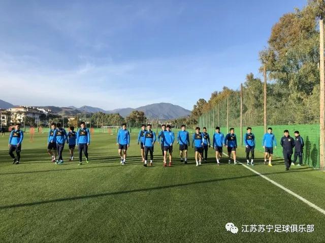 """苏宁一天两练增加强度 队长吴曦晒""""新欢""""室友"""