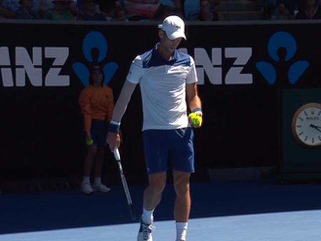 视频-调整发球动作重返澳网 德约顺利晋级次轮