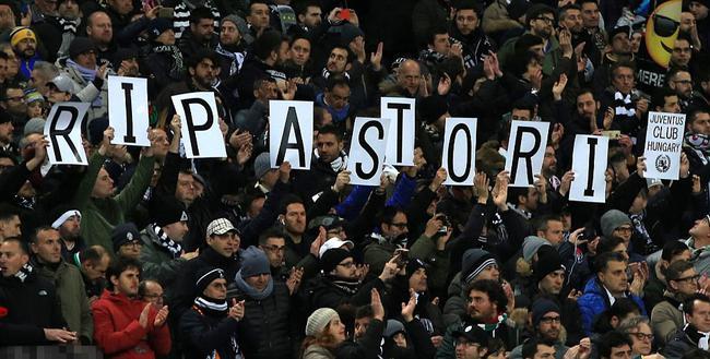 尤文球迷悼念阿斯托里