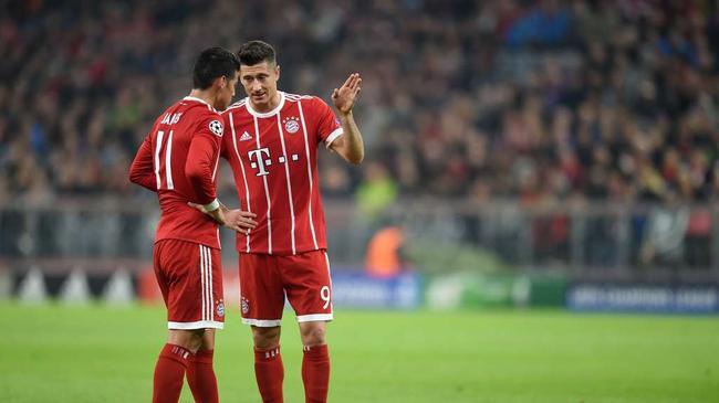 拜仁队友J罗和莱万正面交锋