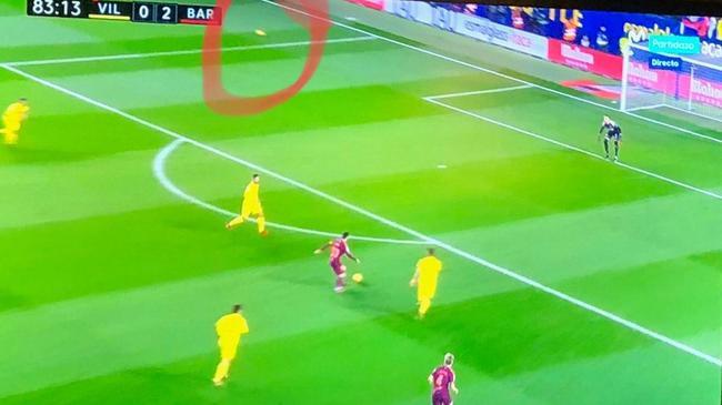 争议!梅西的进球该算吗?射门时场上有2个球