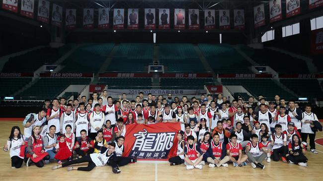 崔万军出席广州球迷开放日:目标是保持正轨