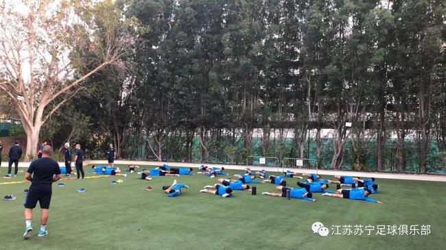 苏宁抵迪拜马不停蹄开练 意大利国家队顾问助阵