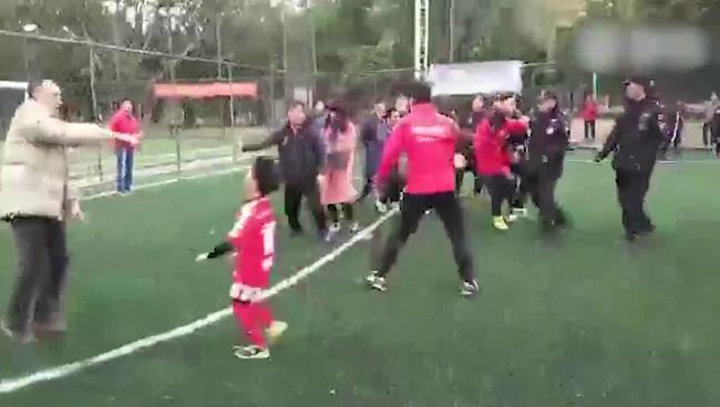 青少年足球爆发冲突