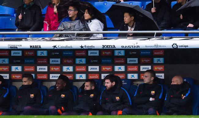 梅西坐上替补席