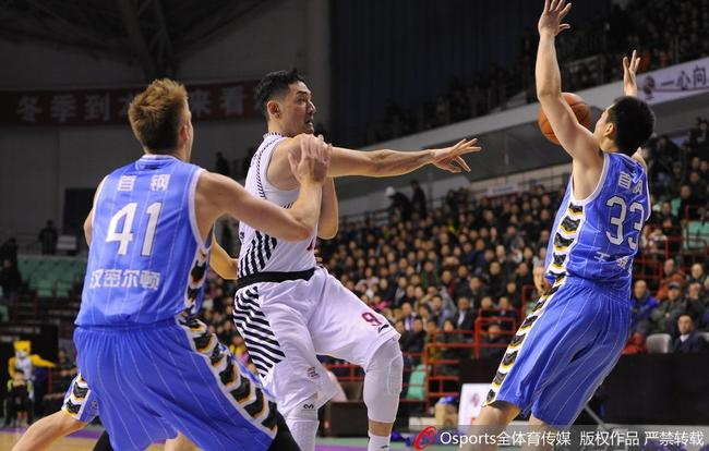打团队篮球的北京?辽篮24助