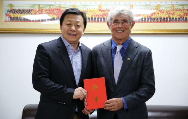 米卢受聘变成中国足球协会青训顾问