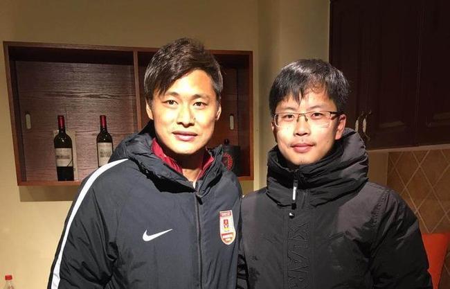 杜震宇和肆客足球记者