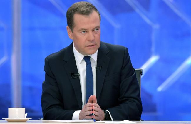 俄罗斯总理:我们不接受污蔑 撑高跳皇后为国发声