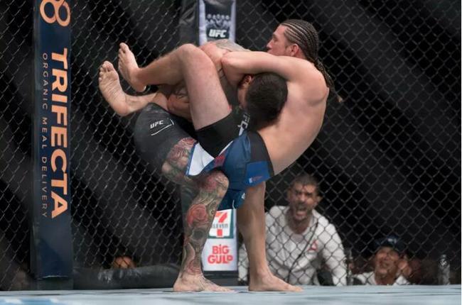 UFC Fight Night 123:奥尔特加断头台降服对手