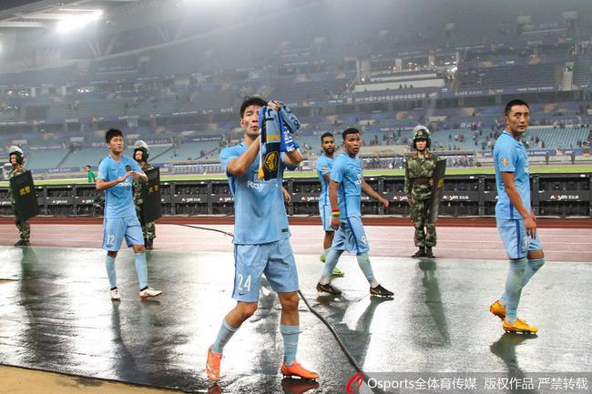 苏宁21名球员参加D级教练培训班:未来培养年轻人