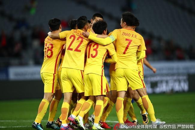 国足预计首发:中前场变阵三箭齐发 4名U23战日本