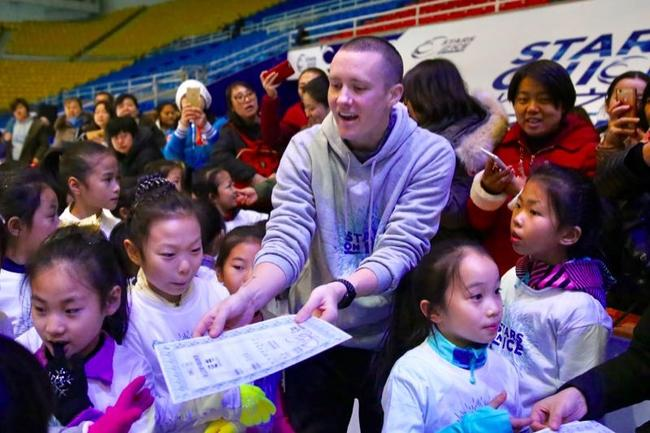 """""""冰上之星""""在即  明星训练营助力中国花滑少年"""