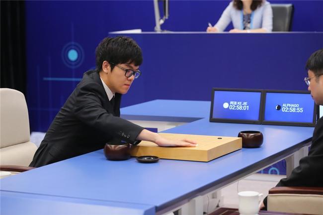 柯洁悲壮迎战AlphaGo