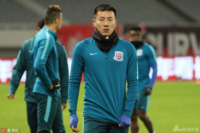 吴晓晖抵达玛贝拉探望球队 赞秦升冬训表现