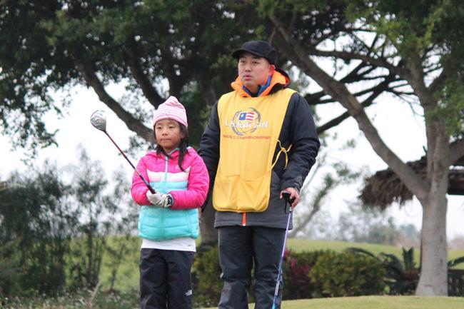 刘国梁为女儿当球童