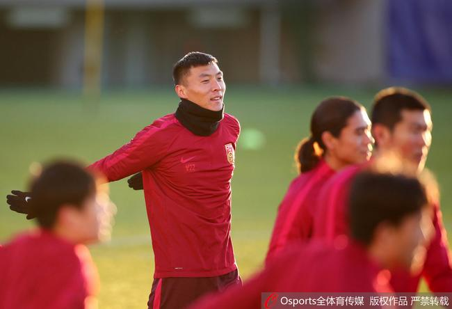 国足vs朝鲜前瞻:边路撑起争胜希望 提升临门一脚