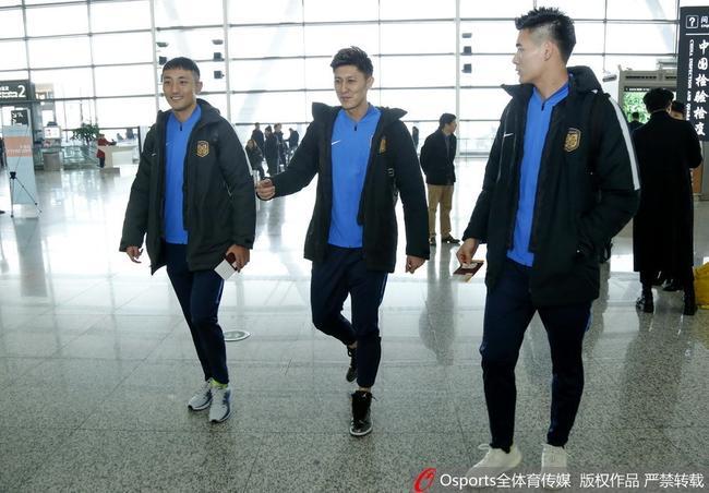 苏宁10名U23随队赴西拉练 张近东动员鼓励年轻人