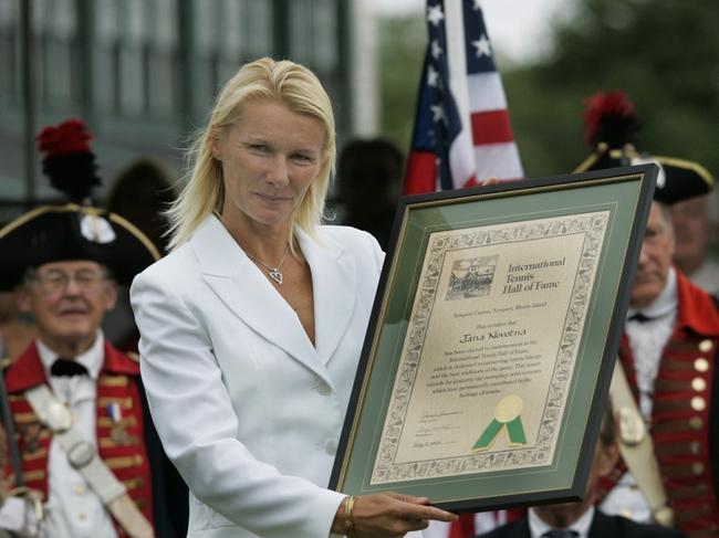 国际网球名人堂发起捐献活动 以此缅怀诺沃特娜