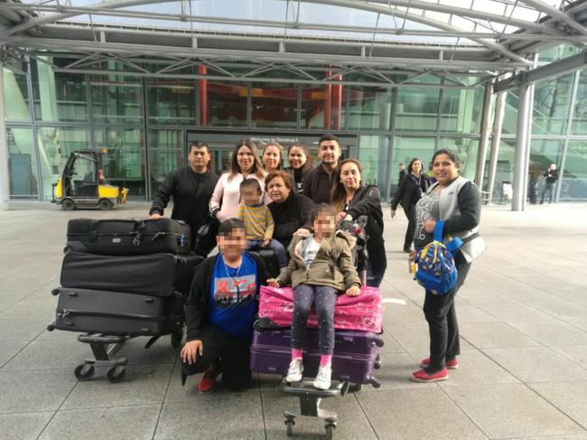 桑切斯家人抵达伦敦