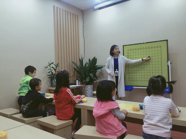 谢甜叶老师在上课