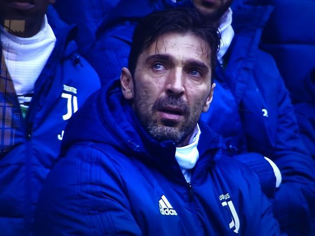 赛前悼念阿斯托里,布冯眼中噙泪