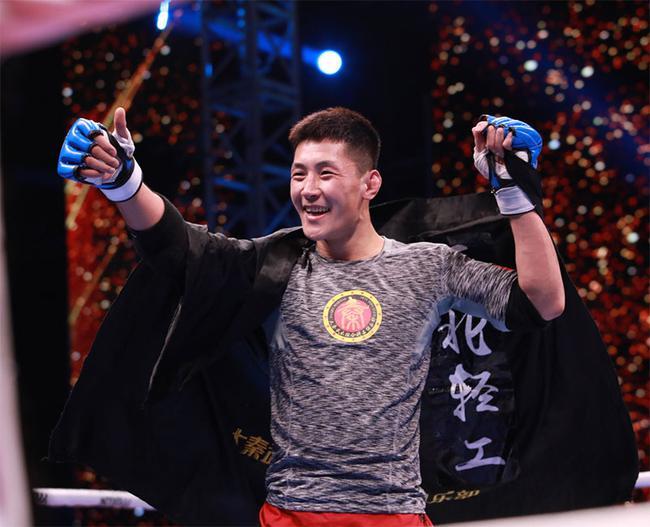 贺少帅赢得66公斤级冠军