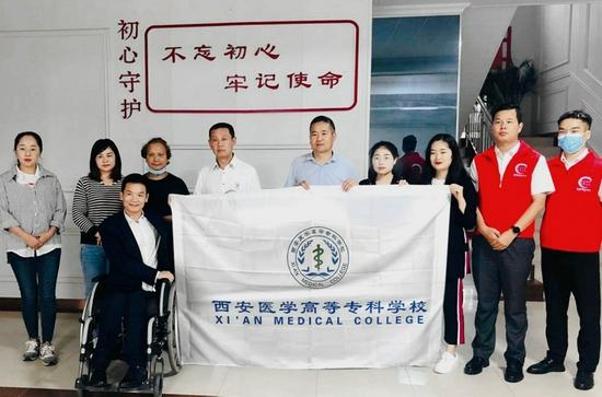 西安医学高等专科学校向镇安县铁厂村捐赠电视机150台