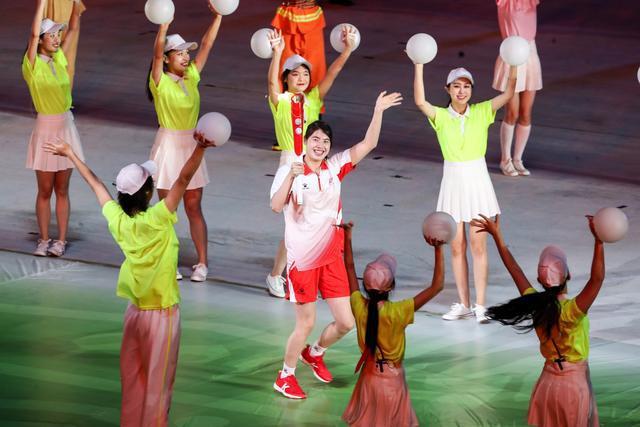 奥运冠军张雨霏:成为十四运会火炬手是至高无上的荣誉