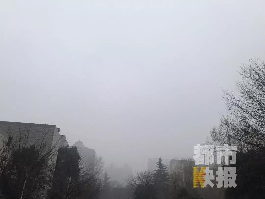 西安启动重污染天气黄色预警+大雾橙色预警 部分路段封闭