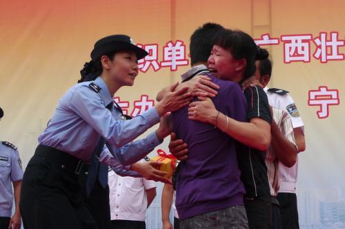 汉中公安举行被拐人员认亲仪式 3人与亲人团圆