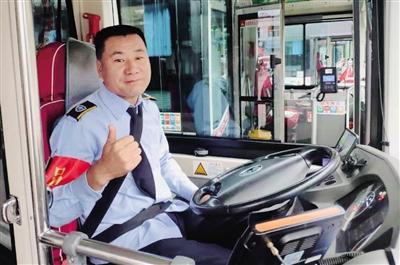 709路早高峰时段将增设敬老专车 司机为老人们点赞