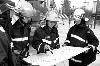 19年里200余次冲入火场降火魔 她是消防员眼中的女汉子